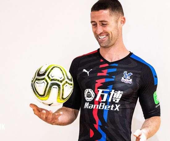 OFICIAL: Cahil é o novo reforço do Crystal Palace. Twitter/CPFC