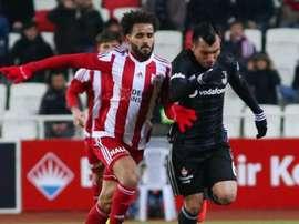 Gary Medel rejoint officiellement le club de Bologne. Besiktas