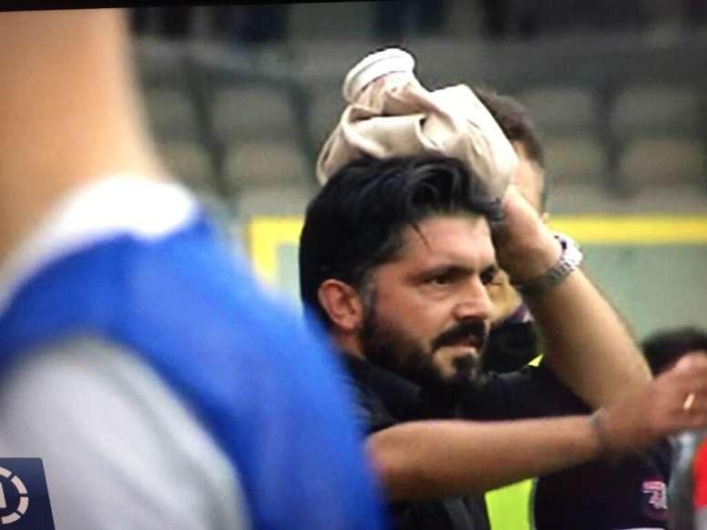 Gattuso recibió un botellazo en el Foggia-Pisa, partido que decide cuál de los dos equipos sube a la Serie B. Twitter