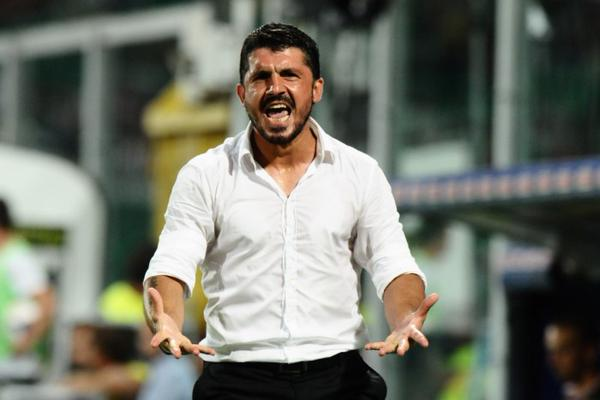 Gennaro Gattuso, dirigiendo a su equipo desde el banquillo. Twitter