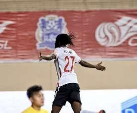 Gervinho celebra su primer gol en la Superliga China con el Hebei Fortune, ante el Guangzhou R&F, en el partido inaugural de la temporada en el gigante asiático. Twitter