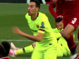 O confronto entre Messi e Robertson. Captura/Movistar