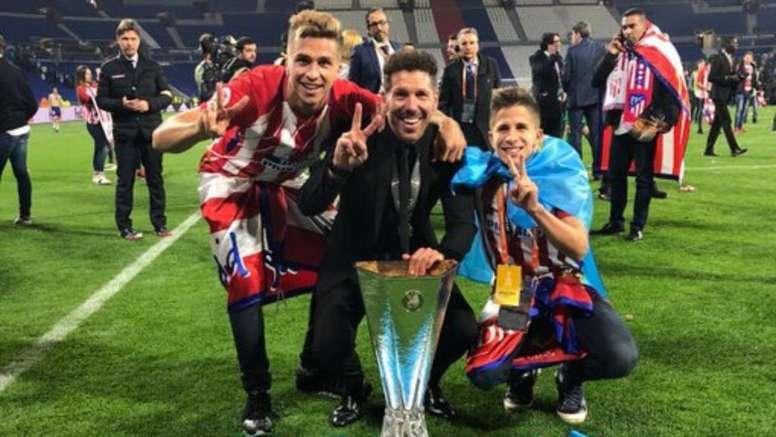 Gianluca intentó animar a su padre. Twitter/GianSimeon
