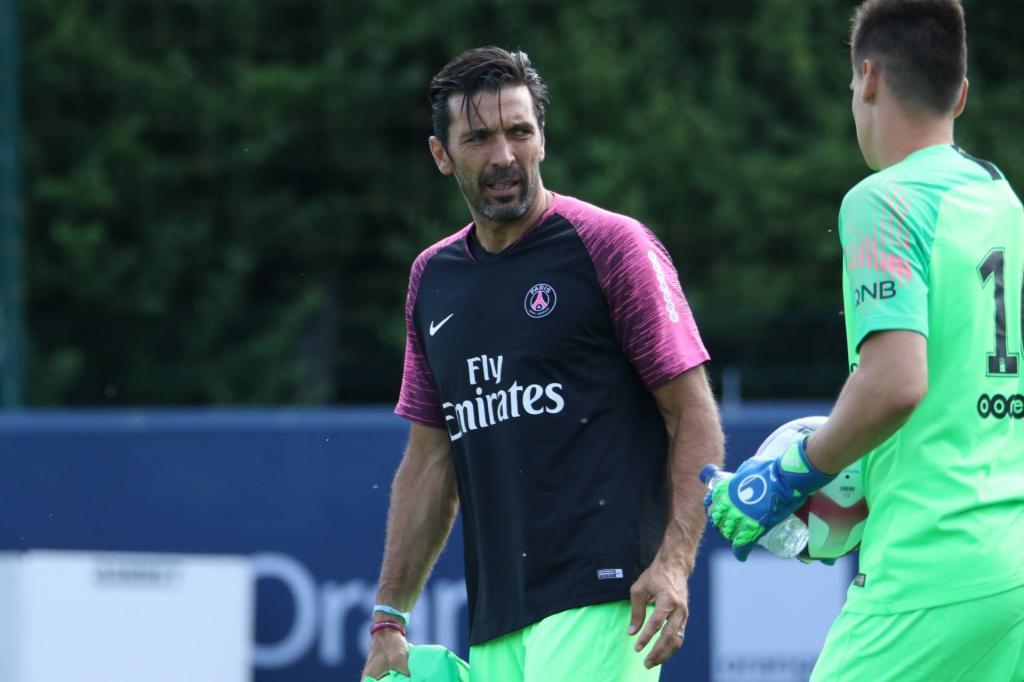 Gianluigi Buffon debutó con PSG, pero perdió contra equipo de tercera división