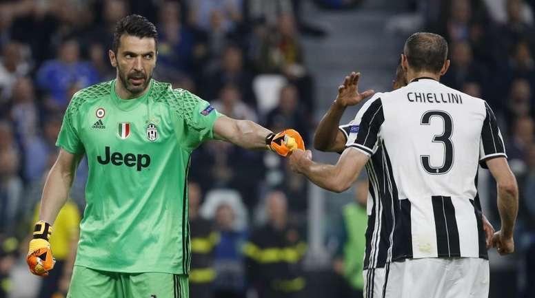 Buffon e Chiellini, na Juve até 2021. AFP