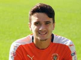 Alex Gilliead vuelve a Newcastle sólo para salir cedido de nuevo. LutonTown