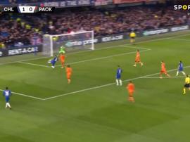 Giroud makes it 2-0. Captura/SportTV