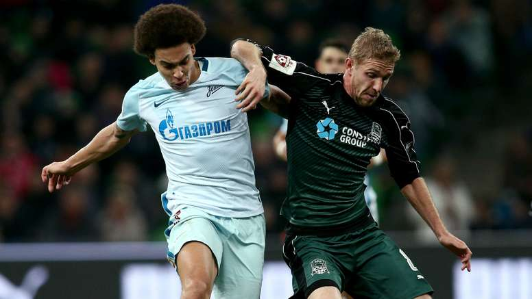 Axel Witsel (L) was set for a move to Juventus. Goal