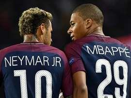 Neymar e Mbappé reforçaram o PSG no último verão. Goal