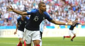 Para Djorkaeff, Mbappé faz 'Messi, Cristiano Ronaldo e Neymar parecerem obsoletos'
