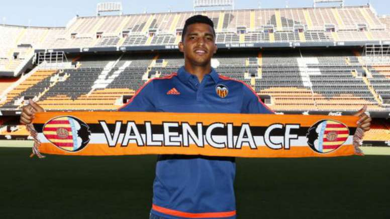 Brasileiro chega por empréstimo do Valencia. Goal