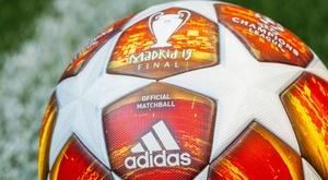 Il pallone della finale di Champions League. Goal