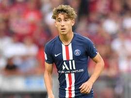 Aouchiche, plus jeune joueur de l'histoire du PSG à débuter. Goal