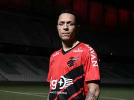 Adriano, en fin de contrat avec Besiktas, rentre au Brésil. AFP