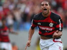 Adriano 'Imperador' vira filme e Flamengo brinca com 'spoilers'