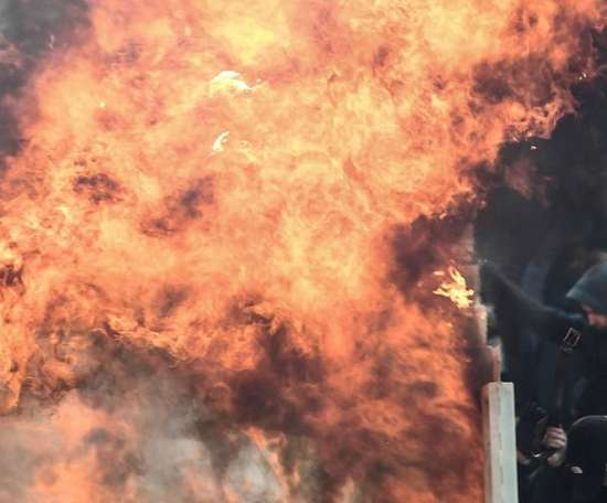 AEK Ajax fans riot fire Champions League. Goal