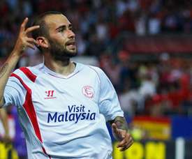 Aleix Vidal rejoins Sevilla. GOAL