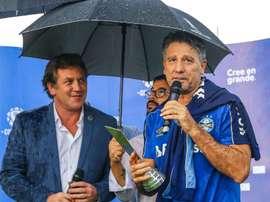 Renato Gaúcho recebe prêmio de melhor técnico da Libertadores 2017. AFP