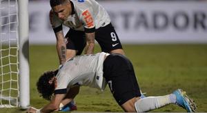 Pato fala sobre cavadinha em Corinthians em jogo contra o Grêmio. Goal