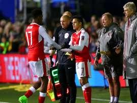 Alexis Sanchez et Iwobi lors d'un changement dans le match de FA Cup entre Sutton et Arsenal. AFP
