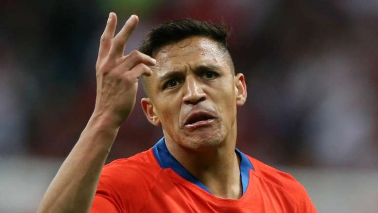 Sánchez limped off injured for Chile. GOAL