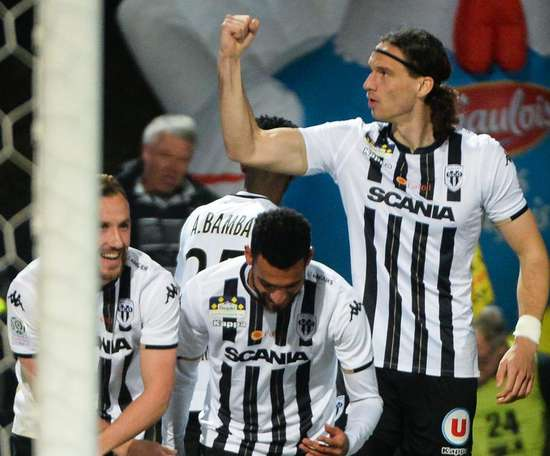 Angers s'impose 3-0. Goal