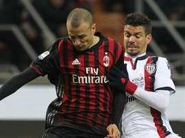 Le défenseur du Milan Antonelli Farias lors d'une action face à Cagliari. GOAL