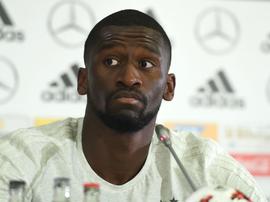 Racismo incomoda zagueiro alemão e FIFA promete ser dura com atos na Copa das Confederações