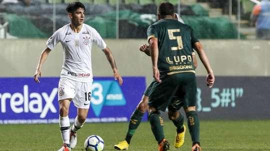 Jair abre disputa no Corinthians para a vaga de Douglas em final da Copa do Brasil