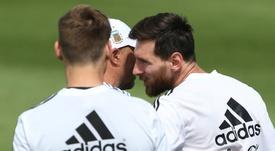 Ney, Suárez e R10 parabenizam Messi. Goal