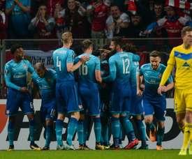 Os jogadores do Arsenal celebram um dos gols apontados na Bielorrússia. Goal