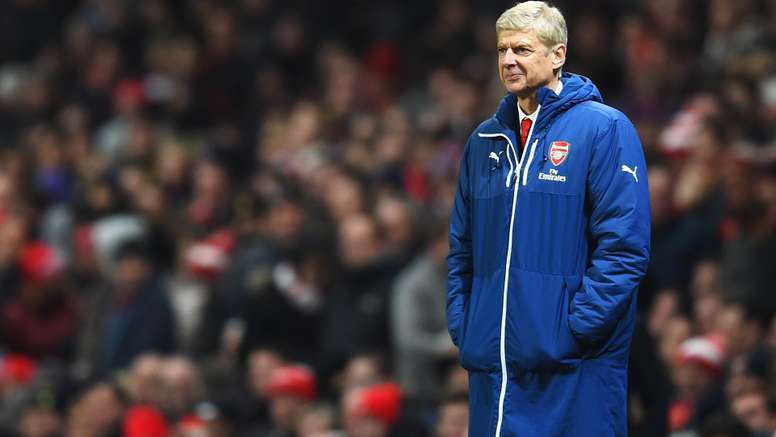 Arsene Wenger is hindering Arsenal's progress, according to Alan Smith. Goal