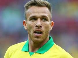 Arthur será um dos titulares contra a Venezuela. Goal