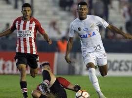Santos e Estudiantes se defrontam pela Libertadores.