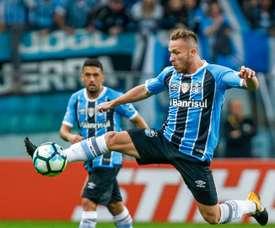 O volante do Grêmio: Arthur (21 anos). Goal