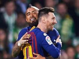 'Messi é um extraterrestre que joga com humanos', diz Vidal. GOAL