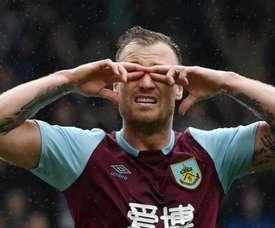 Barnes extends Burnley contract. GOAL