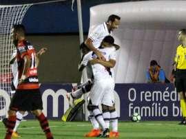 Gols contra pavimentam vitórias importantes de Vasco e Coritiba. Goal