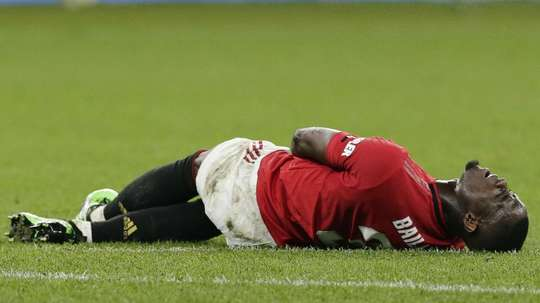 Bailly's injury troubles continue with forced withdrawal against Spurs. GOAL