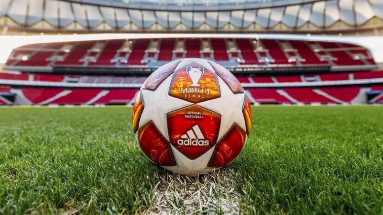 Il y a un nouveau ballon en Ligue des champions. Goal