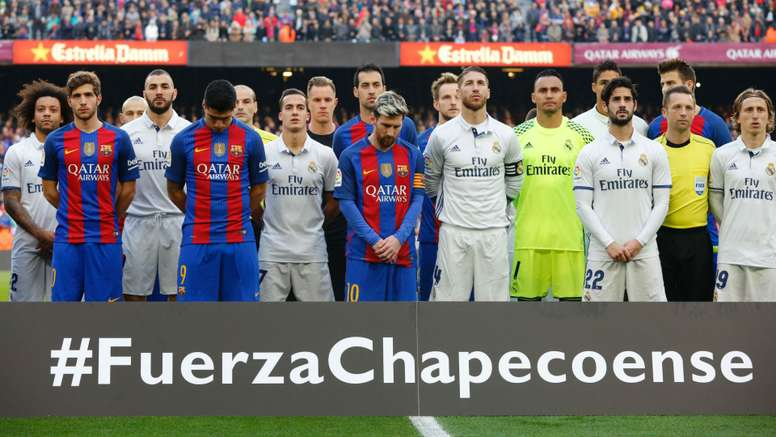 Barcelona and Real Madrid remembering the victims. Goal