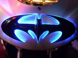 Logo troppo simile a Batman: la DC Comics denuncia il Valencia