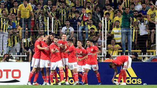 Benfica, Ajax e Estrela Vermelha seguem vivos na Champions League; Celtic cai