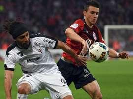 Benoit Assou Ekotto et Sebastien Corchia, pendant le Lille-Metz. Goal