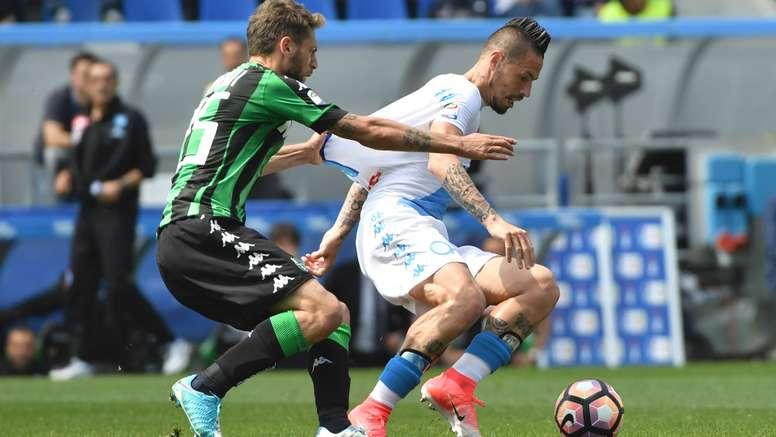 Berardi et Hamsik lors du match de Serie A entre Sassuolo et Naples. AFP