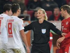 O Irão cortou a emissão do jogo da Bundesliga devido à roupa da juíza. Goal
