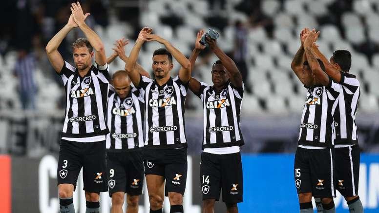 Copa Libertadores Review: Botafogo, Santos advance to QFs as San Lorenzo win on penalties