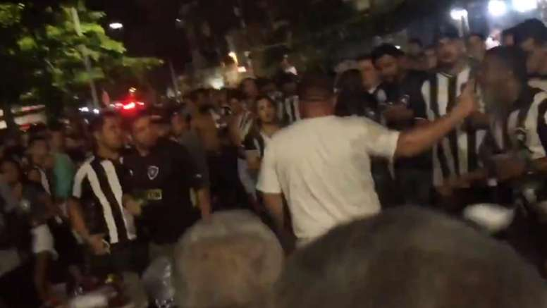Botafogo x Flamengo tem cenas de violência fora do estádio
