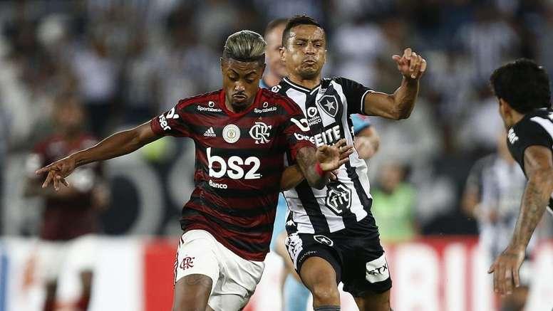 Flamengo bate o Botafogo e quebra recorde da Era Zico no Brasileirão