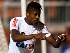 Bruno Henrique chega para assinar com o Flamengo nessa terça-feira